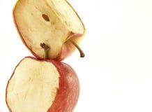 Manzanas rojas de decaimiento empiladas Fotos de archivo