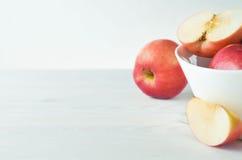 Manzanas rojas en un fondo blanco Foto de archivo libre de regalías