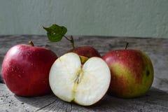 Manzanas rojas naturales Fotografía de archivo