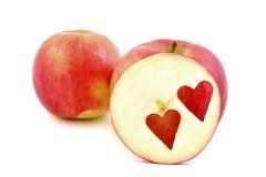 Manzanas rojas, para el corazón, en blanco fotografía de archivo