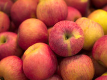 Manzanas rojas rojas foto de archivo