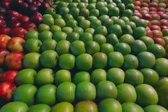 Manzanas sonrientes foto de archivo libre de regalías