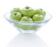 Manzanas verdes del cuenco Imágenes de archivo libres de regalías