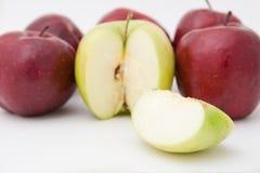 Manzanas verdes y rojas Fotos de archivo libres de regalías