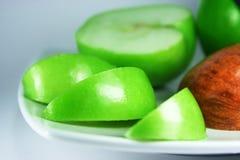 Manzanas verdes y rojas frescas Imagenes de archivo