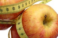 Manzanas y cinta rojas Fotografía de archivo
