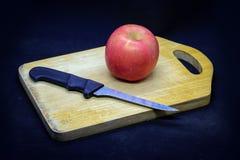 Manzanas y ciruelos imagen de archivo
