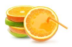 Manzanas y fruta anaranjada. Imagenes de archivo