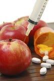Manzanas y medicina Fotos de archivo libres de regalías