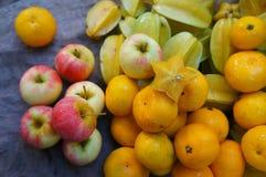 Manzanas y naranjas de Starfruits Imagen de archivo libre de regalías