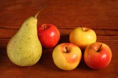 Manzanas y pera Foto de archivo