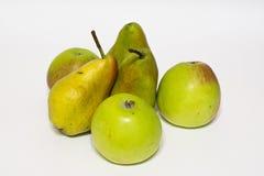 Manzanas y peras Aislado Fotos de archivo libres de regalías
