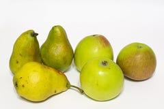 Manzanas y peras Aislado Fotografía de archivo libre de regalías
