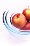 Manzanas y vidrio fotografía de archivo libre de regalías