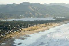 Manzanita、俄勒冈、Nehalem海湾和太平洋海岸鸟瞰图  图库摄影