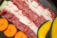 Manzo affettato per Sukiyaki Stile di natura morta Fotografie Stock Libere da Diritti