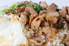 Manzo piccante in padella con basilico, alimento tailandese Fotografia Stock