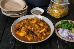 Manzo speciale del curry nella ricetta indiana di dum di aloo di bara del dahi o di stile Immagini Stock