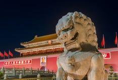 Mao Tse Tung Tiananmen Gate i den Forbidden City slotten - Peking C arkivfoto