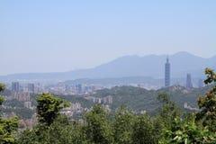 从Maokong,台湾的台北101和都市风景 免版税库存图片