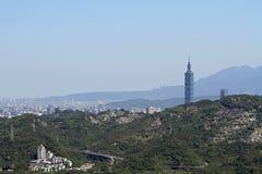从Maokong,台湾的台北101和都市风景 库存照片