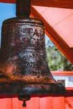 Maori Bell en el pueblo maorí de Whakarewarewa, Rotorua fotos de archivo