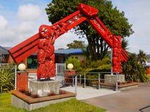 Maori Carved Gate, Nova Zelândia imagens de stock