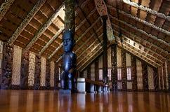Maori mötehus - Marae arkivfoton