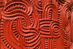 Maori traditionnel ils signe en bois photos libres de droits