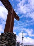 Maori wood curving against Auckland  skyline New Zealand Stock Images