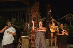 Maorifolkallsång och dans Royaltyfri Foto