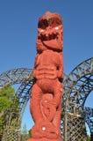Maoryjska rzeźba w Rotorua Nowa Zelandia obraz royalty free