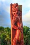 Maoryjski drewniany cyzelowanie antenat postać Tauranga, Nowa Zelandia zdjęcie stock