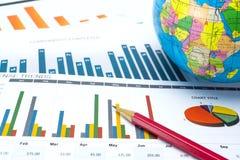 Map i wykresów papier Pieniężny, Rozliczać, statystyki, Analityczny badawczy dane i Biznesowej firmy spotkania pojęciu, zdjęcie stock