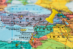 Map of Syria with a yellow pushpin stuck Stock Photography