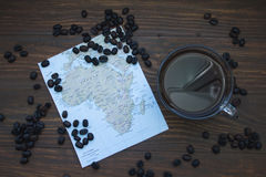 Mapa Afryka i czarna kawa Fotografia Royalty Free