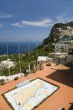 Mapa al aire libre de la ciudad de Capri, una isla italiana de la península de Sorrentine en el lado sur del golfo de Nápoles, en Fotos de archivo