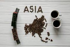 Mapa Azja robić piec kawowej fasoli mapa Azja robić piec kawowi bes kłaść na białym drewnianym textured tle Zdjęcia Royalty Free