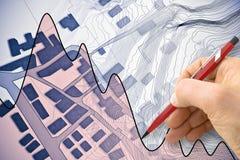 Mapa cadastral imaginário do território com as construções, as estradas e a mão tirando uma flutuação da carta sobre o mercado im imagem de stock royalty free