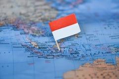 Mapa com a bandeira de Indon?sia imagens de stock