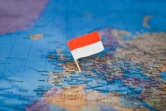Mapa com a bandeira de Mônaco imagens de stock
