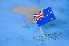 Mapa com a bandeira de Nova Zel?ndia fotos de stock
