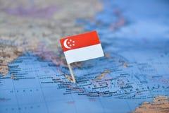 Mapa com a bandeira de Singapura foto de stock