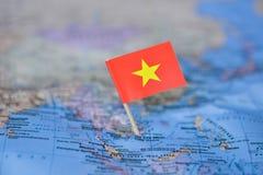 Mapa com a bandeira de Vietname fotografia de stock royalty free