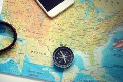 Mapa, compás, teléfono, pulsera Fotografía de archivo libre de regalías