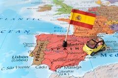 Mapa da Espanha, bandeira e carro, conceito do curso foto de stock