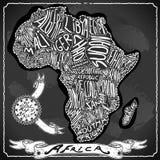 Mapa de África en la pizarra de la escritura del vintage