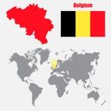 Mapa de Bélgica em um mapa do mundo com o ponteiro da bandeira e do mapa Ilustração do vetor ilustração do vetor