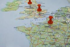 Mapa de Europa com pinos vermelhos Fotos de Stock Royalty Free