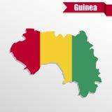 Mapa de Guinea con el interior y la cinta de la bandera ilustración del vector